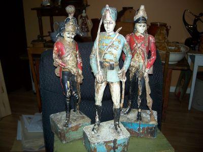 Paire de sculptures de soldats extraordinaires 1
