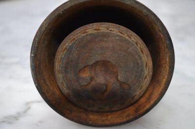 Moule à beurre avec castor sculpté 1