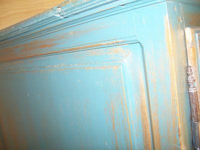 4 door pine cupboard w double raised panels. 4