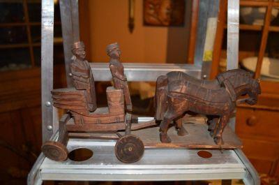 attelage chevaux et voiture sculptés 1