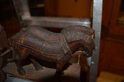 attelage chevaux et voiture sculptés 6