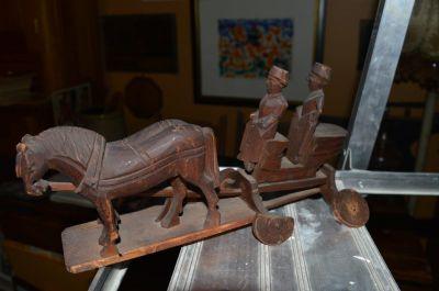 attelage chevaux et voiture sculptés 5