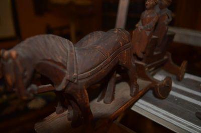 attelage chevaux et voiture sculptés 2