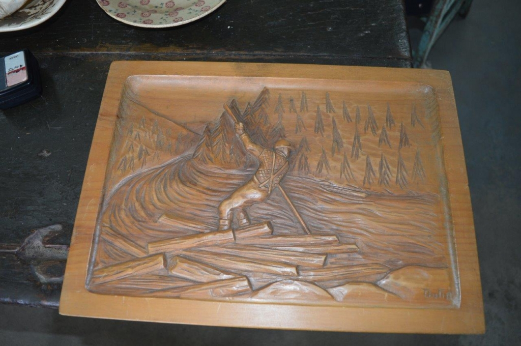 Pine carving antiques