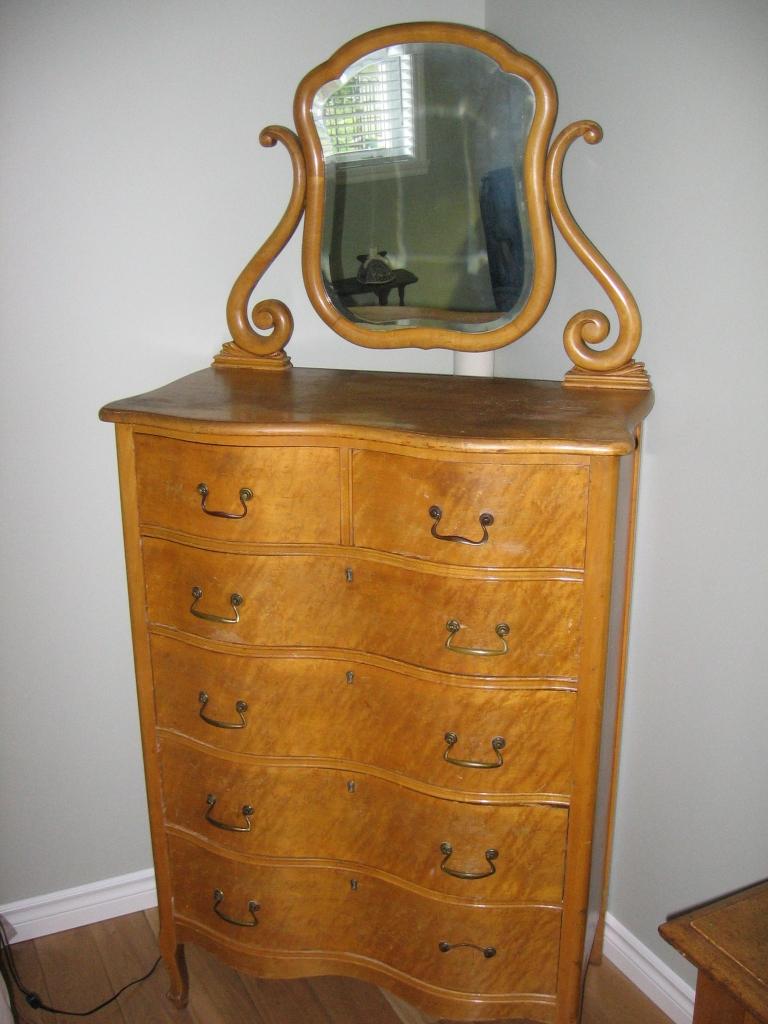 bureau de chambre en rable piqu antiquit s. Black Bedroom Furniture Sets. Home Design Ideas