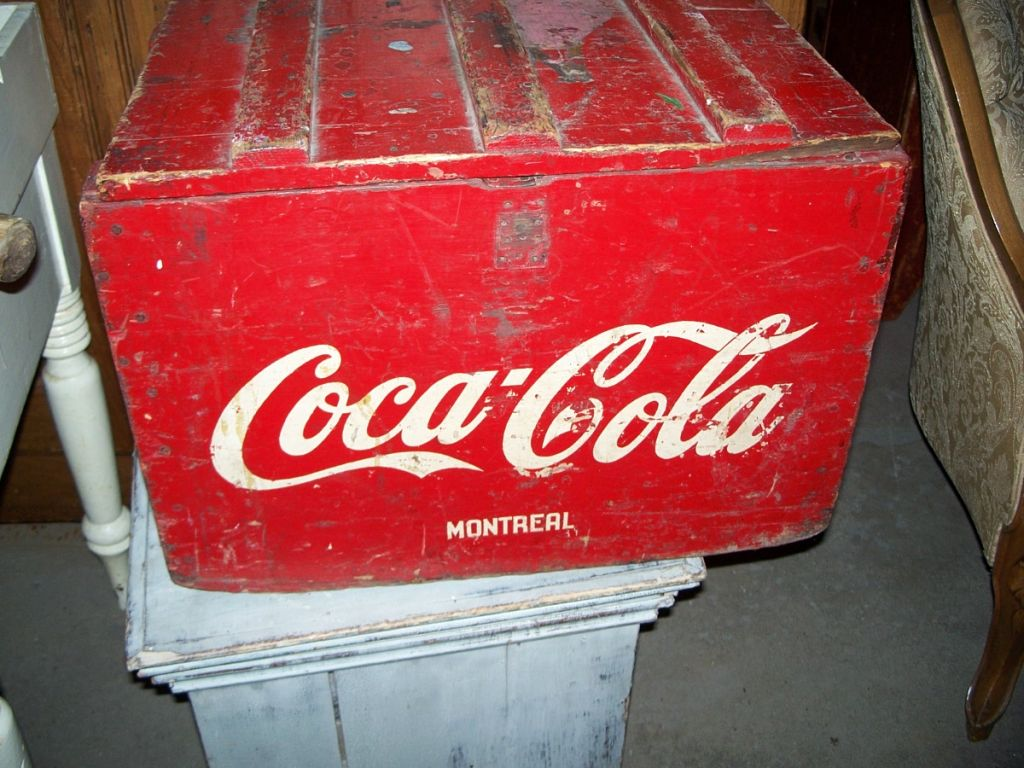 coca cola wood ice box complete and in great condition antiques. Black Bedroom Furniture Sets. Home Design Ideas