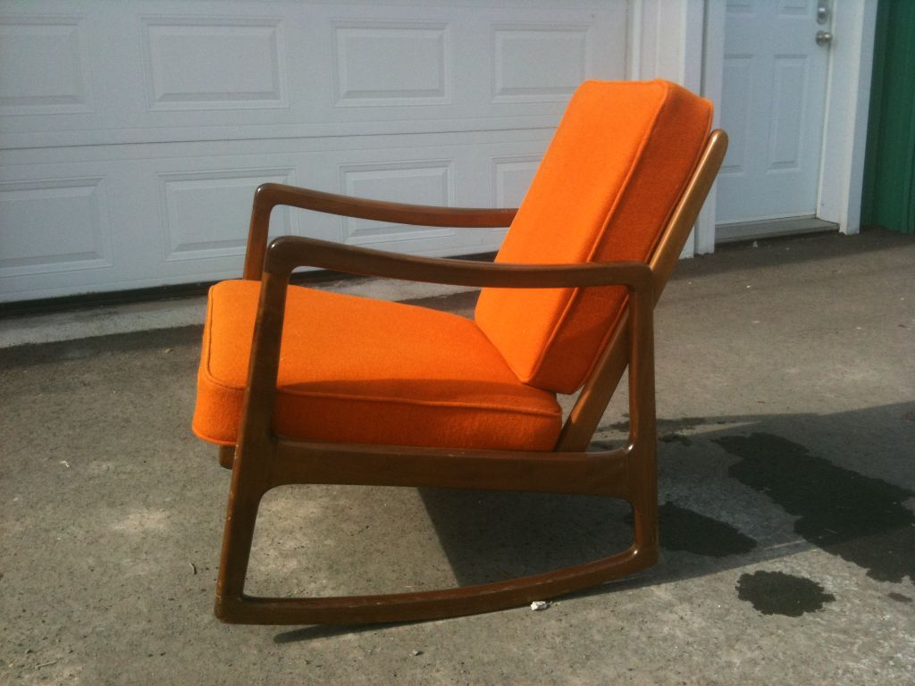 Chaise bercante en teck avec coussins orang s de john - Coussins de chaises dehoussables ...
