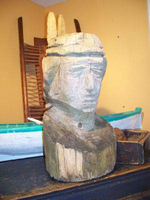 Indian head carved in one log 1