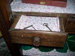 Armoire boneti�re � croix St-Andr� vente de succession  - Antiquit�s